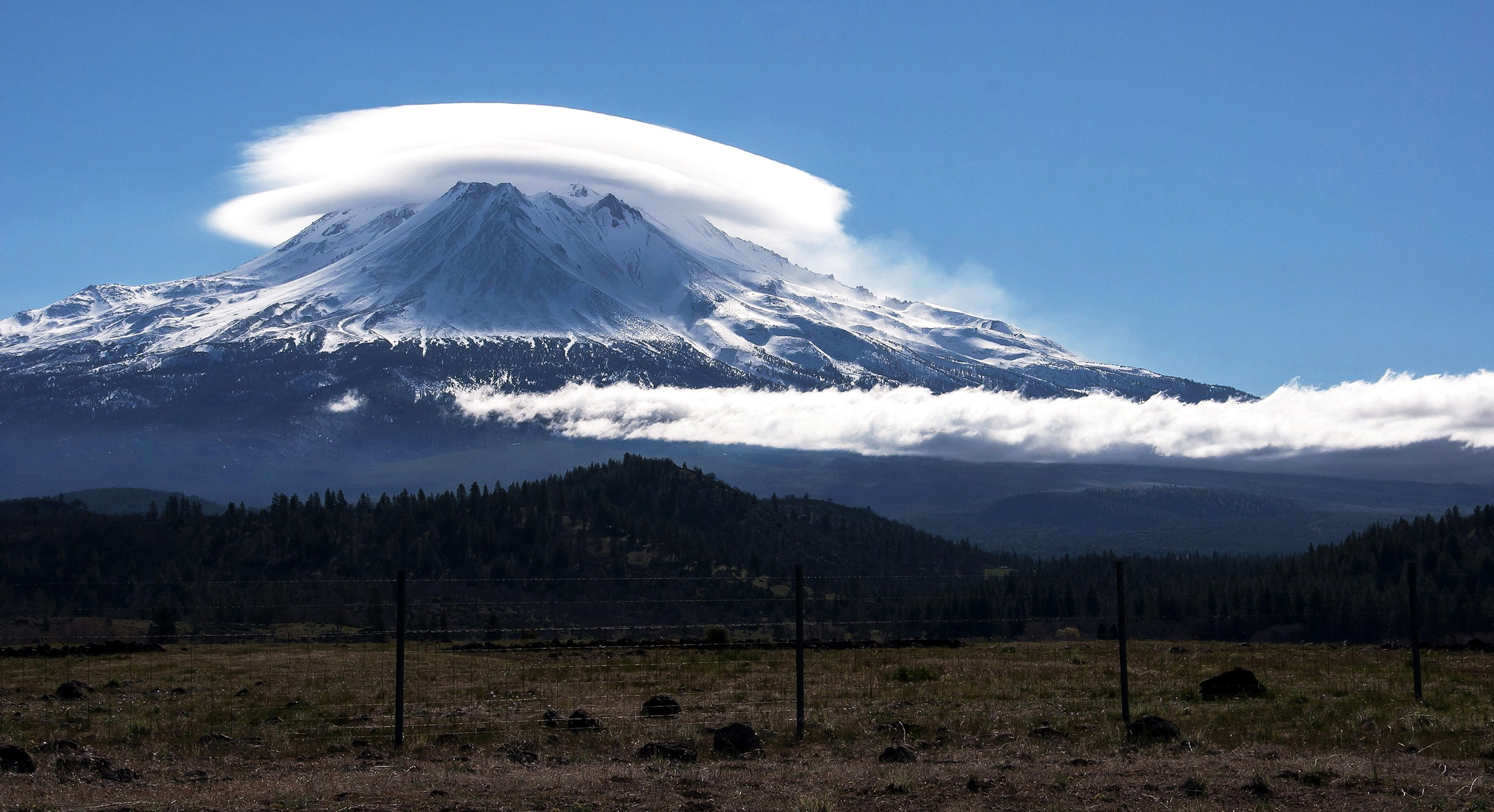 The alien clouds of Mount Shasta - The California Sun
