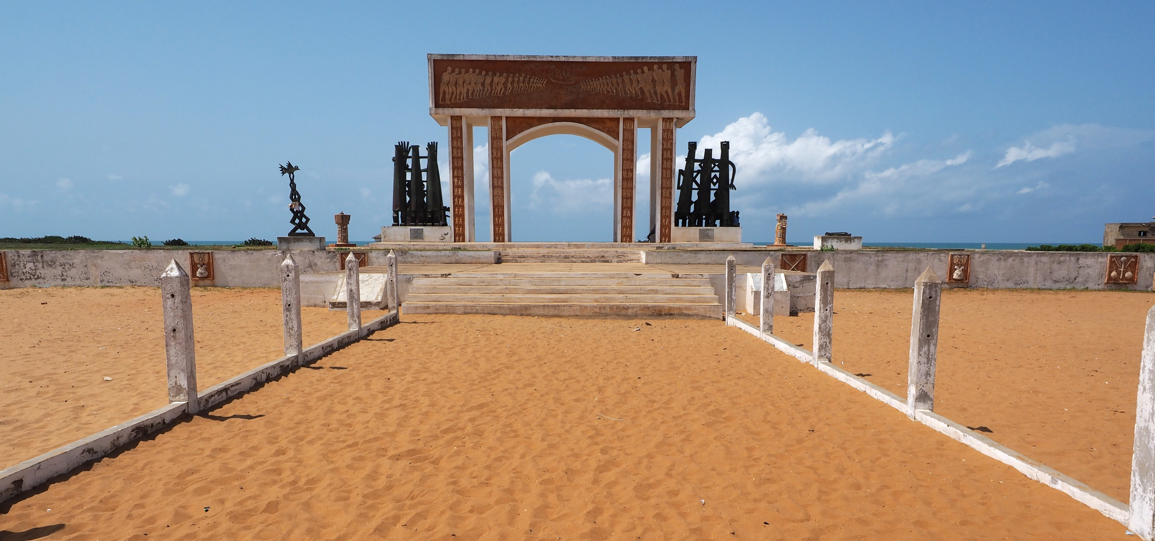 The Slaving Port of Ouidah and Monumental Discourse around the