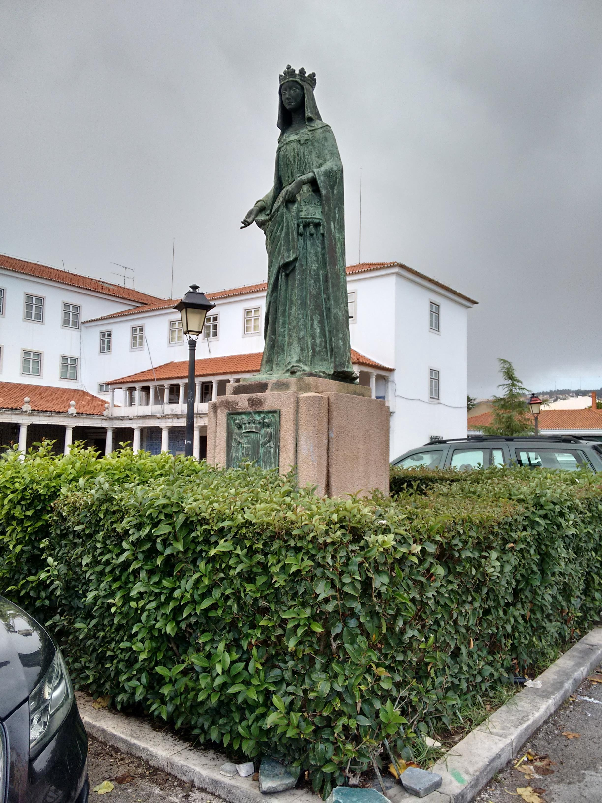 Statue outside Odivelas convent.