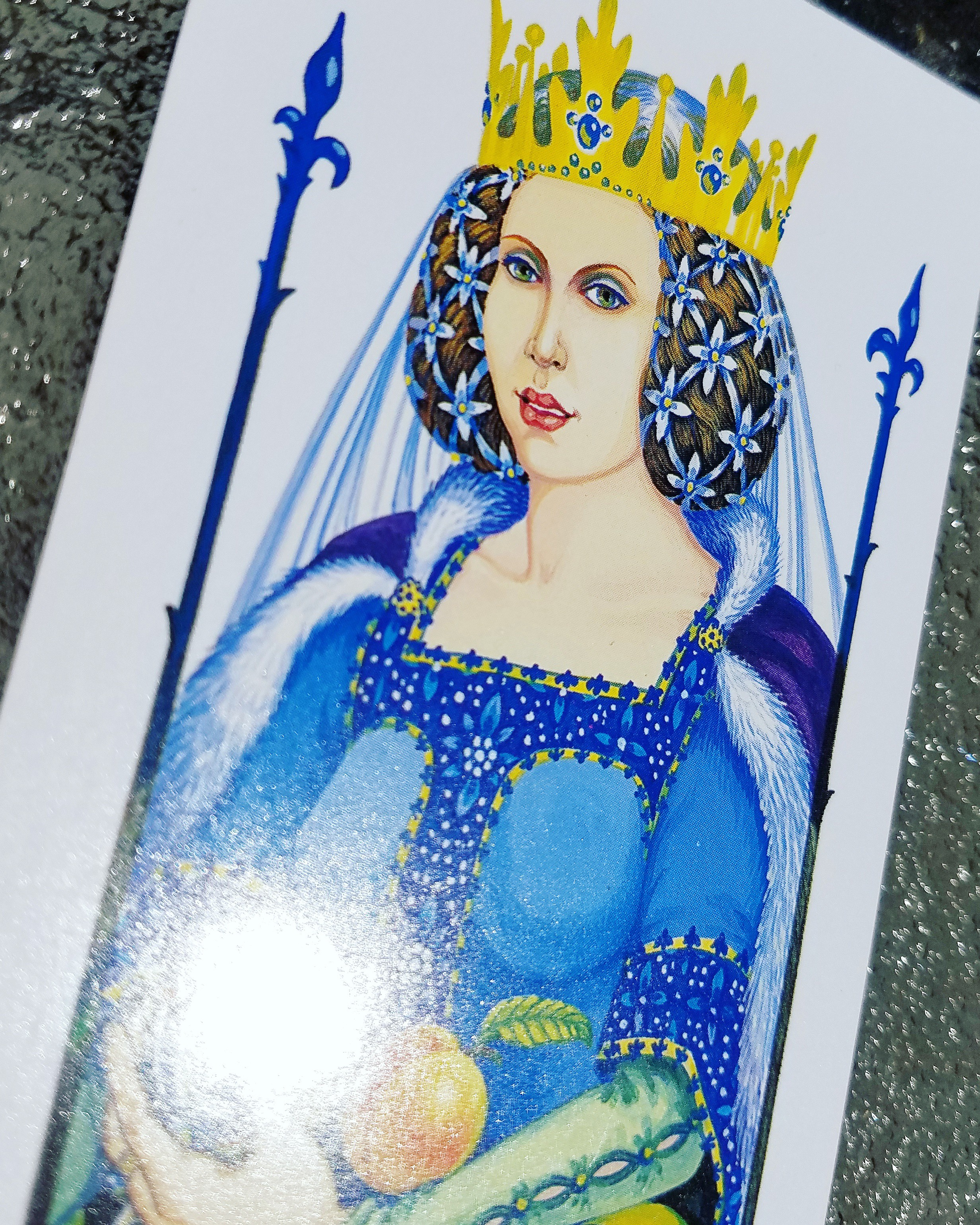 How To Look Like The Powerbitch Queens From Your Tarot Card