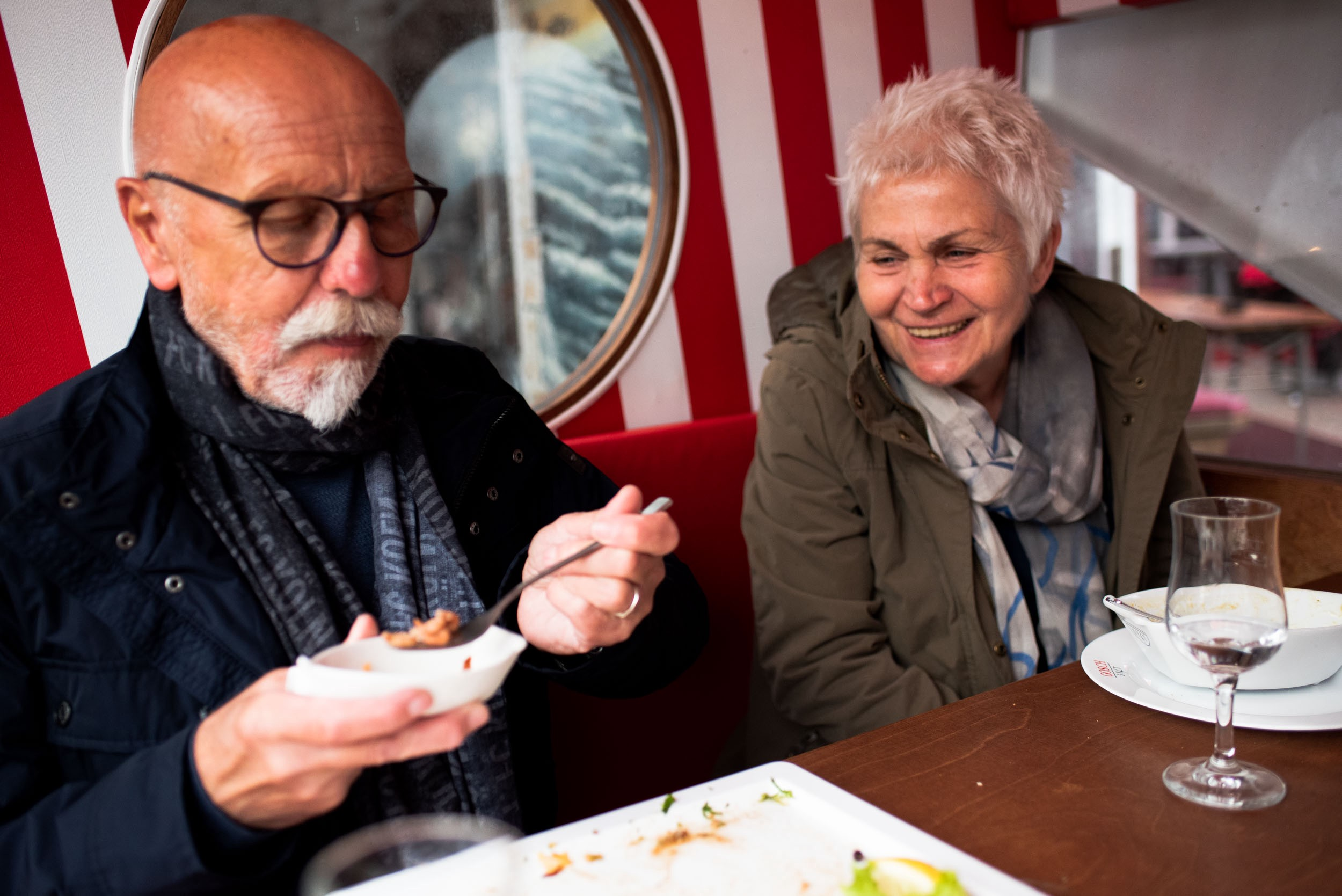 Mom and dad fight have dinner at Gosch and fight the winds in the outdoor dining area. List, Germany, May 24, 2019.