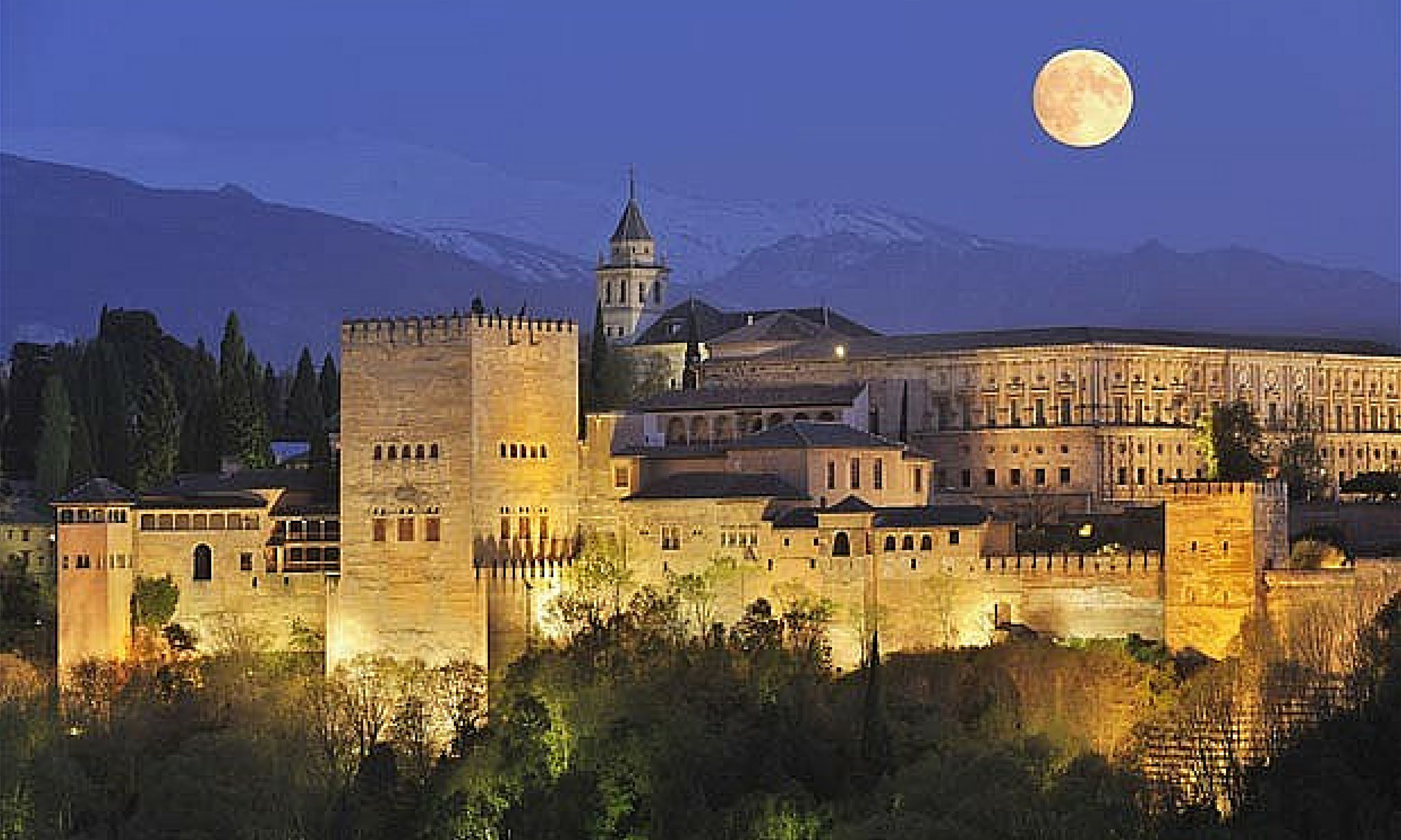 TOP 5 TIPS FOR VISITING THE ALHAMBRA PALACE IN GRANADA