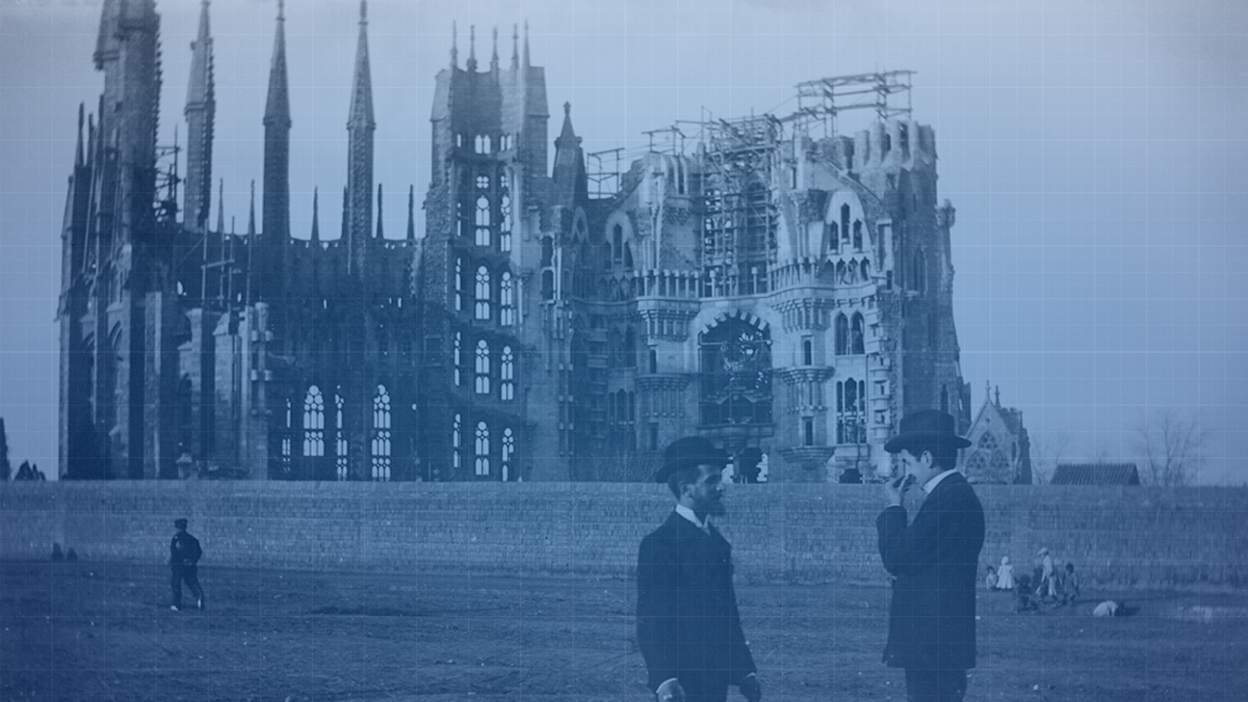 A old photo with the beginnings of the Sagrada Família's construction in the background.