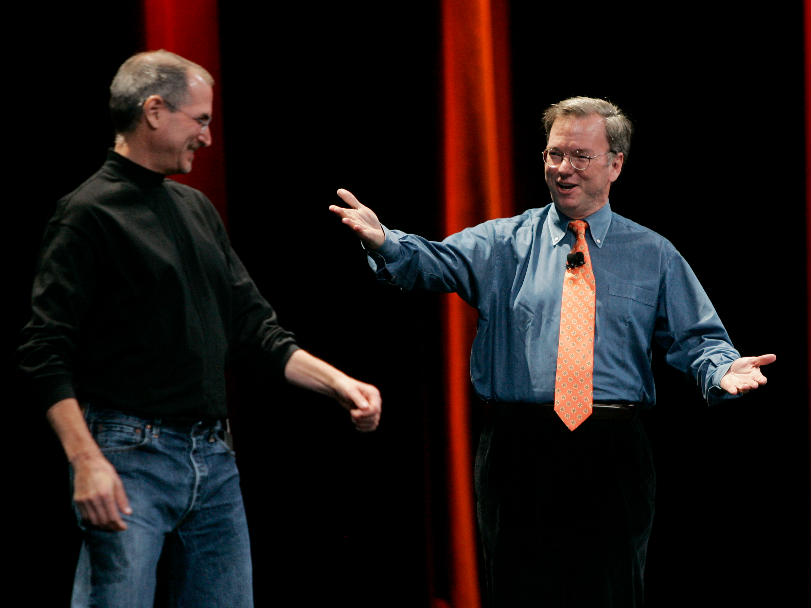 Steve Jobs and Eric Schmidt share the stage at the iPhone unveiling in 2007, both are happy.
