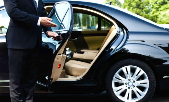 What Are The Benefits Of Pre-Booking Airport Taxi Services?