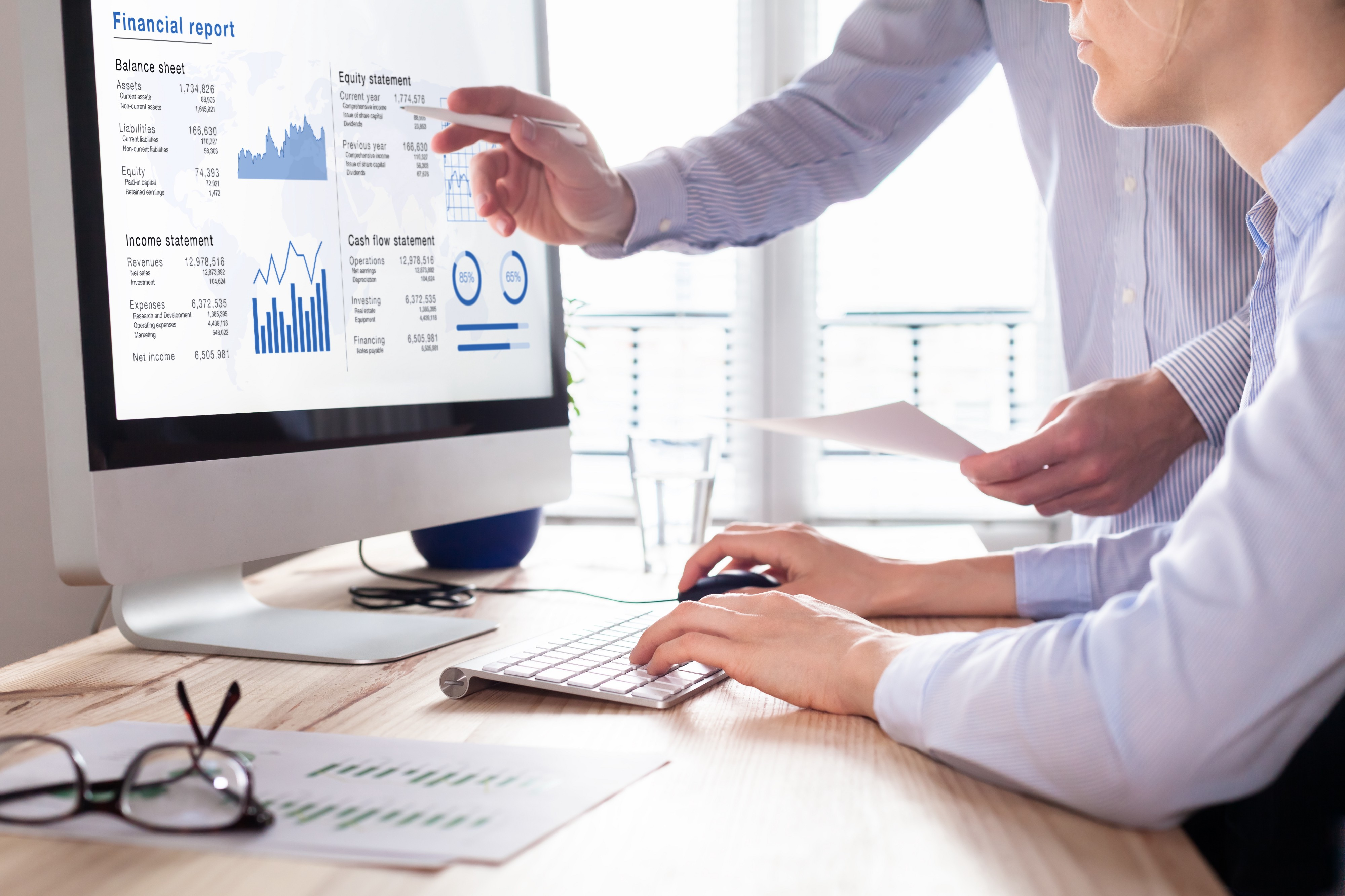 Evaluating financial reports during the preparation of a confidential information memorandum of a business sale