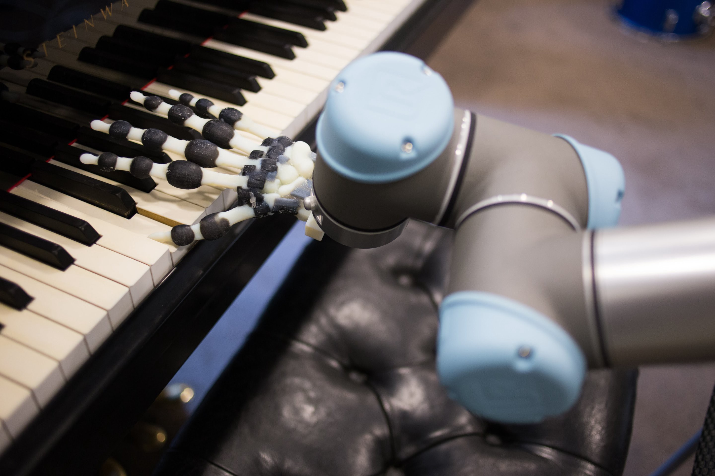 """This Robot Hand Can Play Piano Without """"Muscles,"""" and It's"""