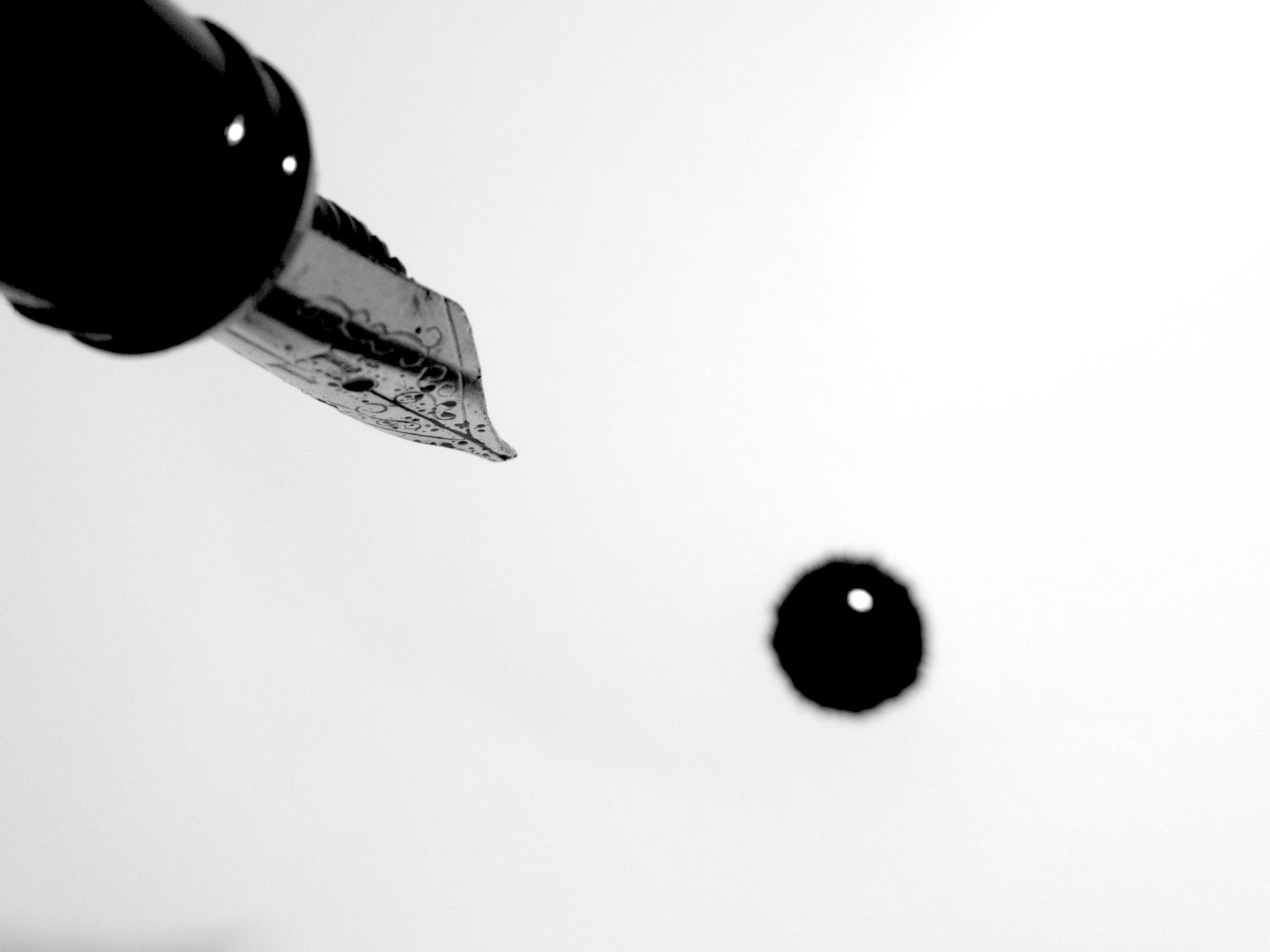 Picture of fountain pen dripping ink.