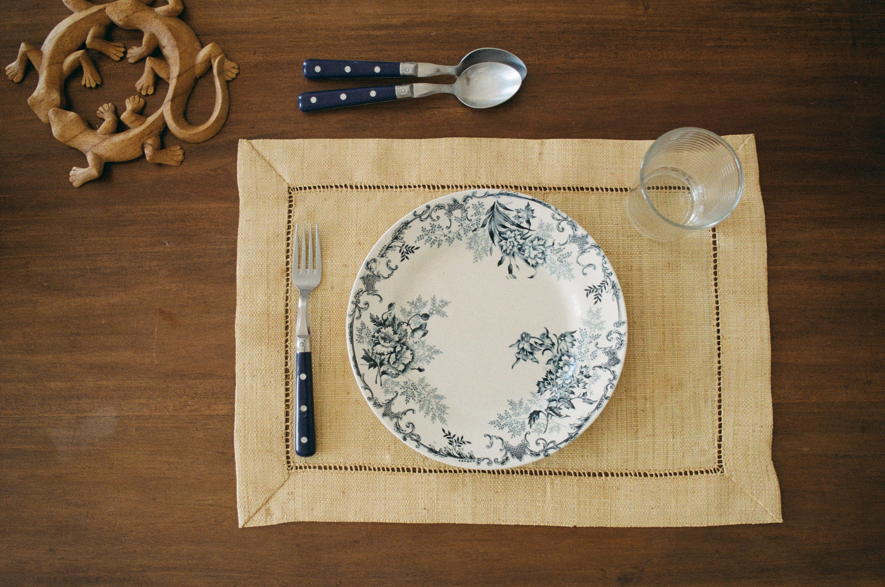 A place setting with no food