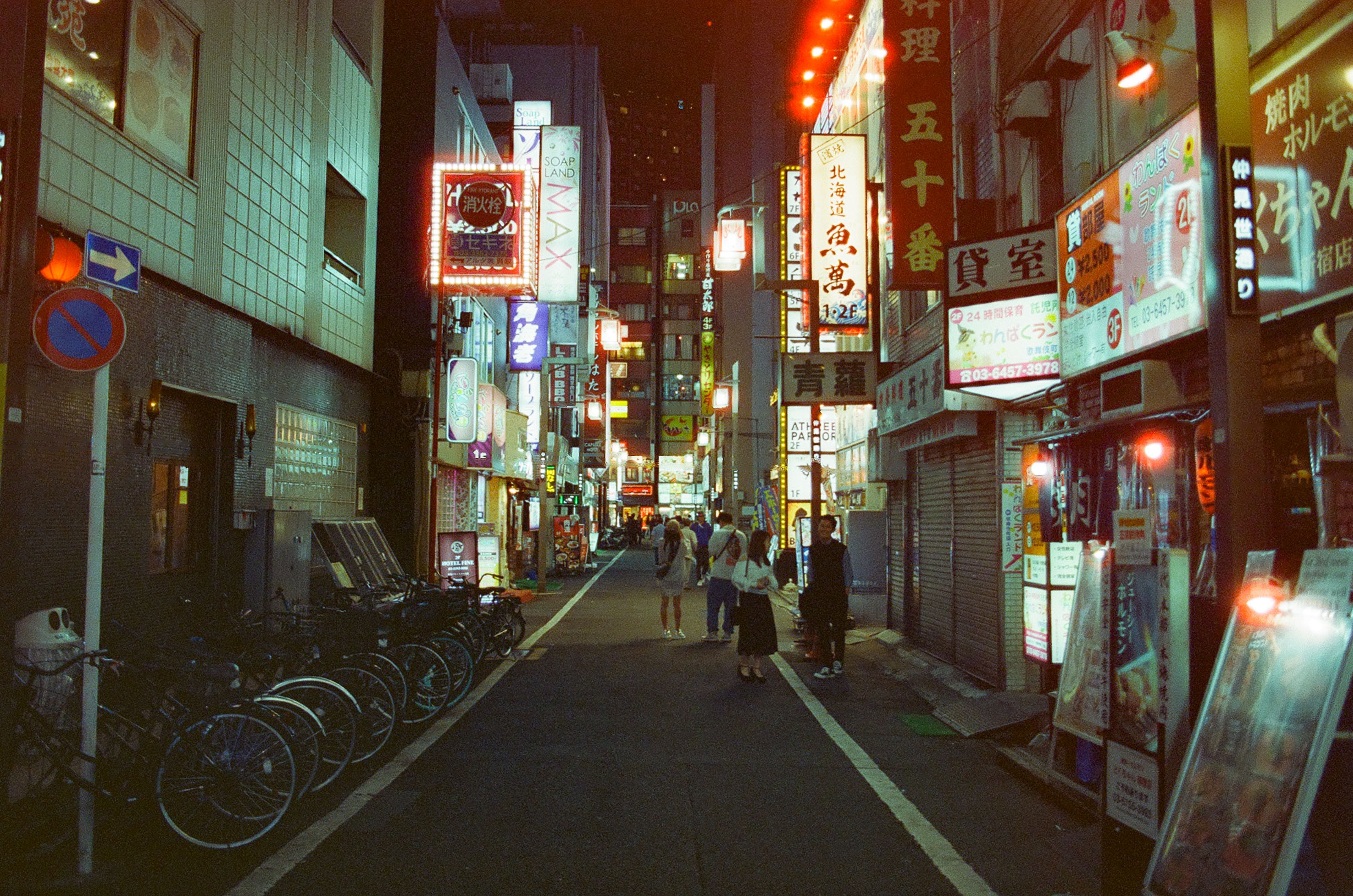 I shot Cinestill 800 film in Tokyo - Tom Grimbert - Medium