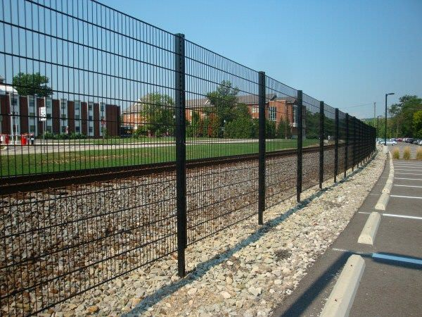 Welded Wire Fencing The Welded Wire Fencing Is Made From By Chicken Wire Medium