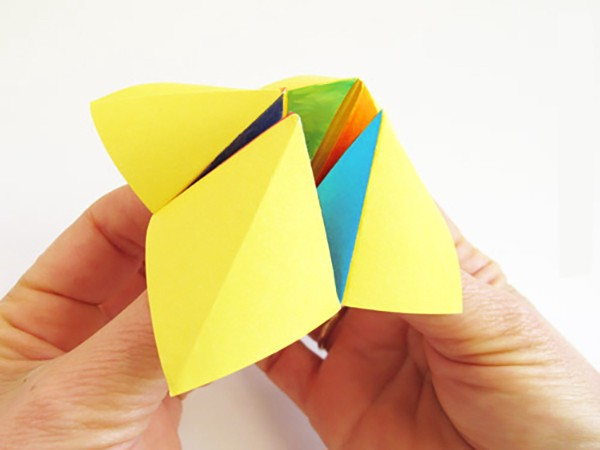 How to Make an Origami Cootie Catcher! | 450x600