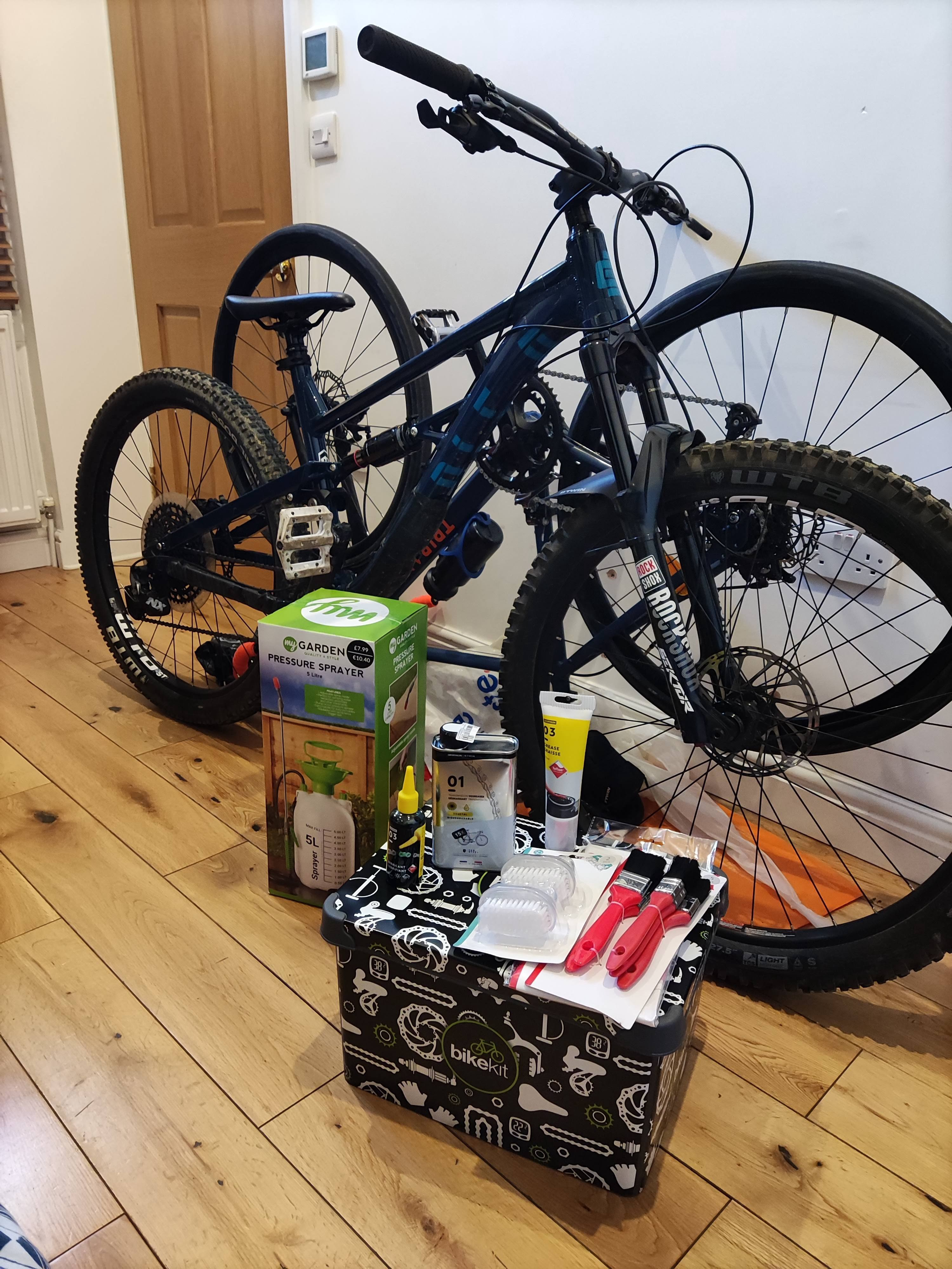 Clean bikes and cleaning kit