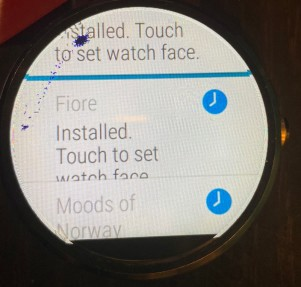 watch showing installed apps