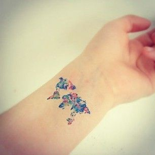 11cd2b6d34da4 Via 17 Tiny Travel Tattoos For …I love all the colors in this tiny map of  the world. What do you think?