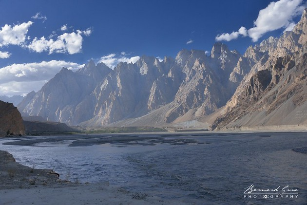 Passu Cones seen from the river (already in dark) in the second part of the afternoon—Photo: Bernard Grua
