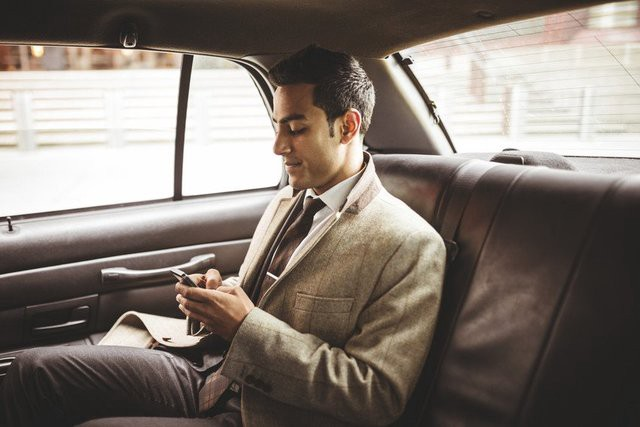 What are the benefits of hiring a taxi service in Witney, UK?? | by  Witneyclub Taxi | Medium