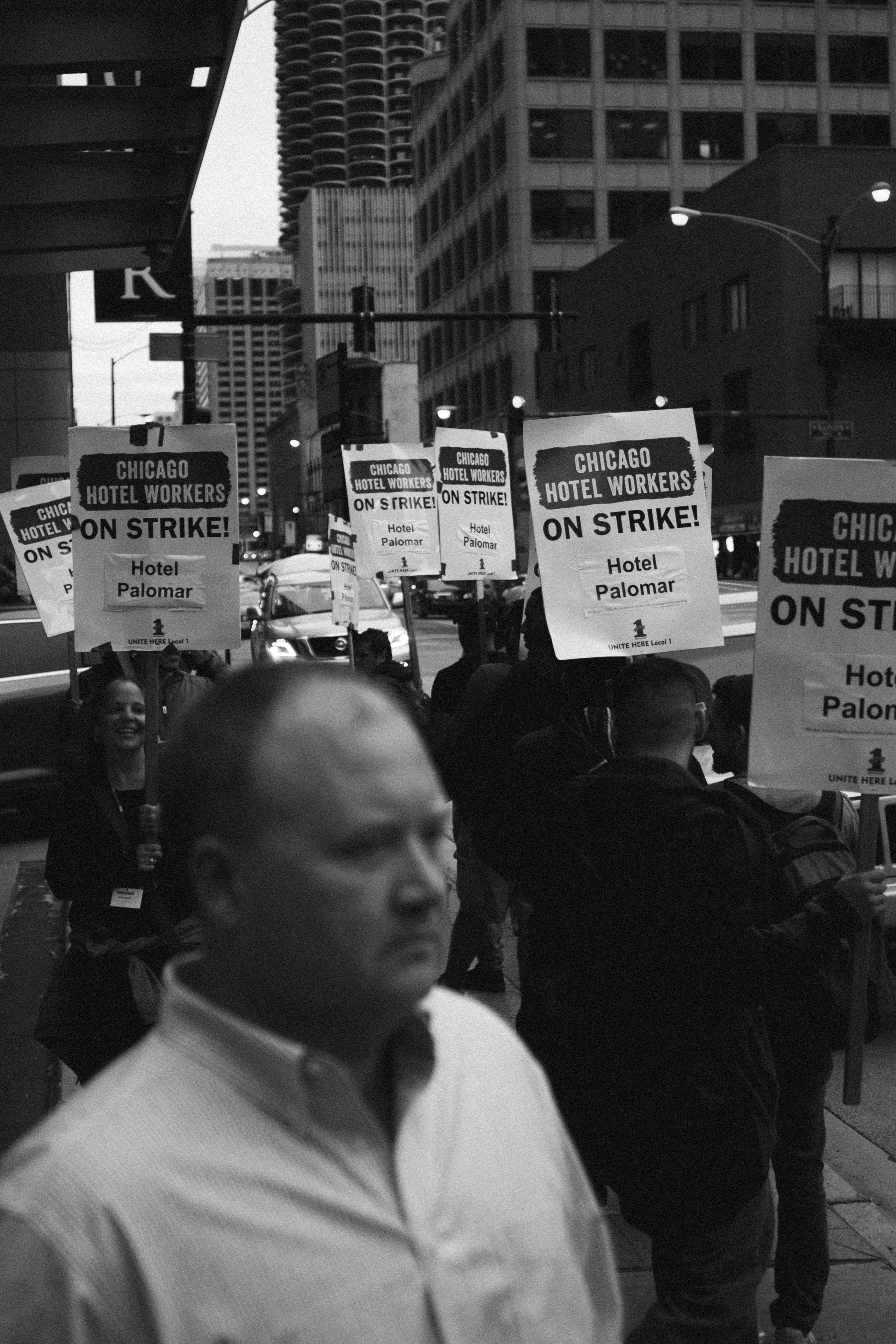 Man stands in front of Chicago Hotel Workers picket line