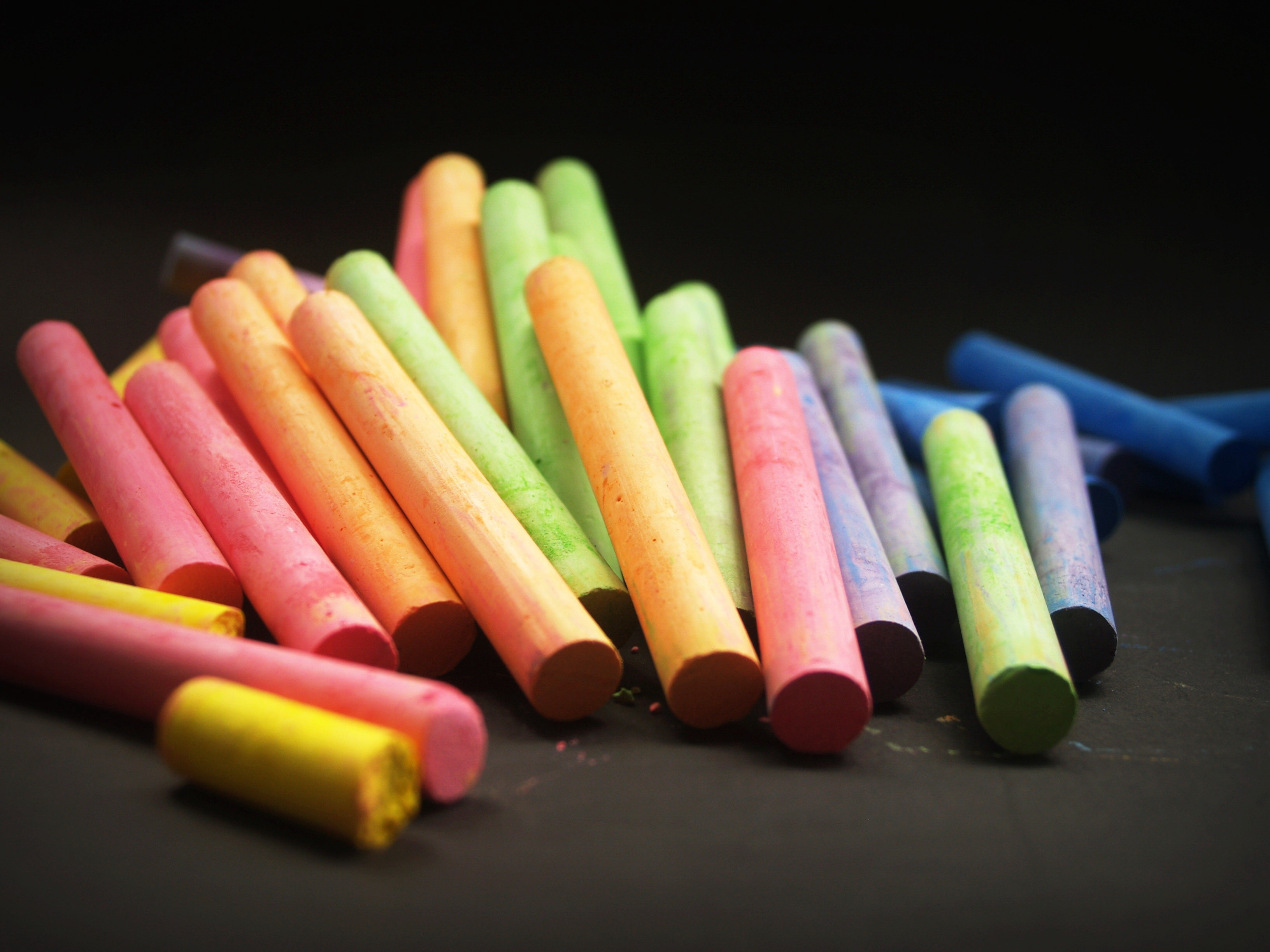 A pile of multicolored crayons