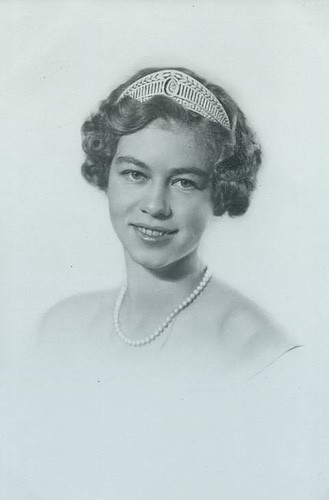 Princess Friederike in a formal portrait, wearing a tiara, pearl necklace, and off-the-shoulder dress.