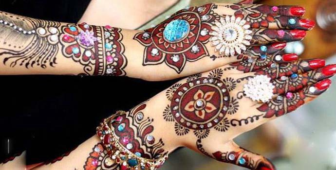 What Are the Differences Between Mehndi and Henna Hand Designs