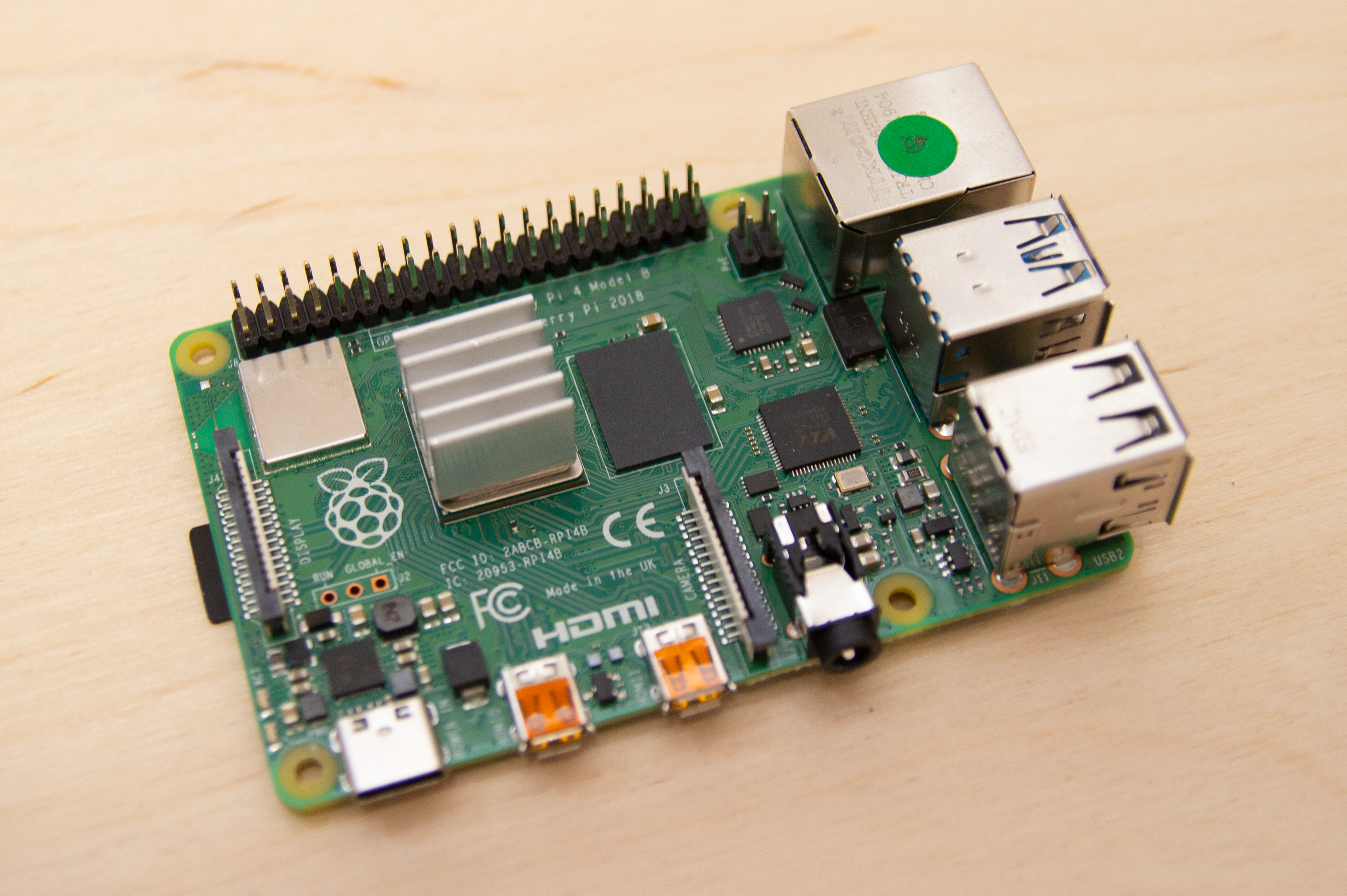 Raspberry Pi 4 v 3B+: first hands-on review! - Learning by