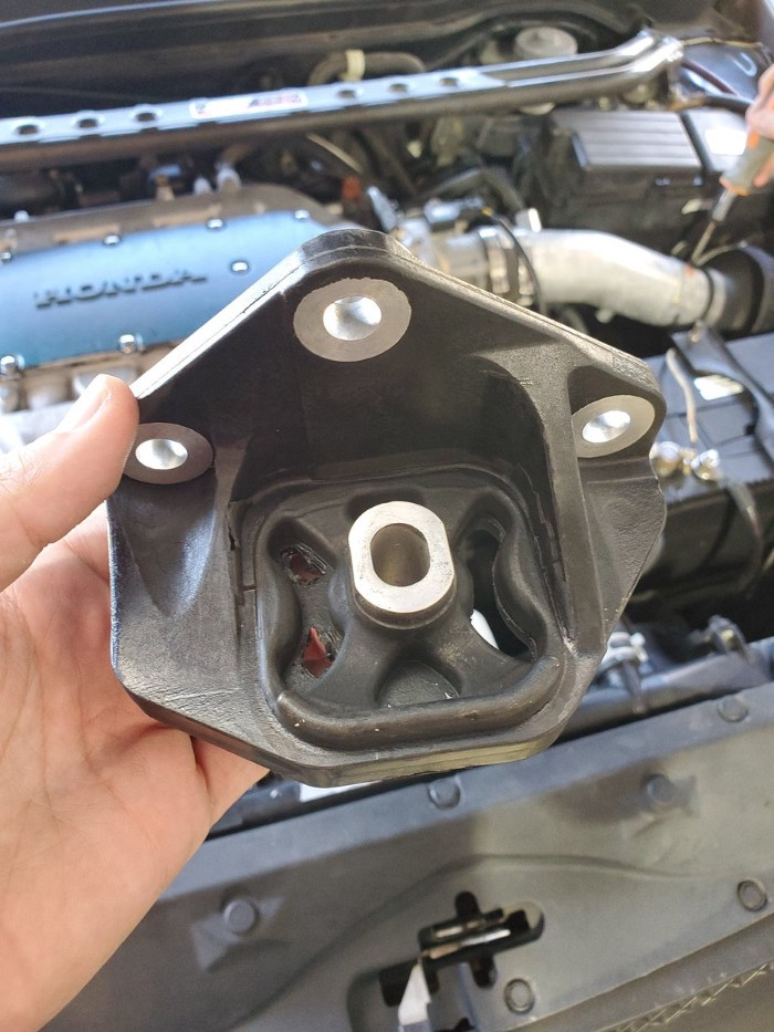 image from How to Replace a Transmission Mount