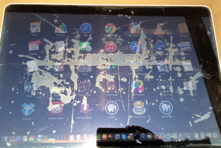 How I deal with Macbook Pro Retina Screen Stain - Tan Le