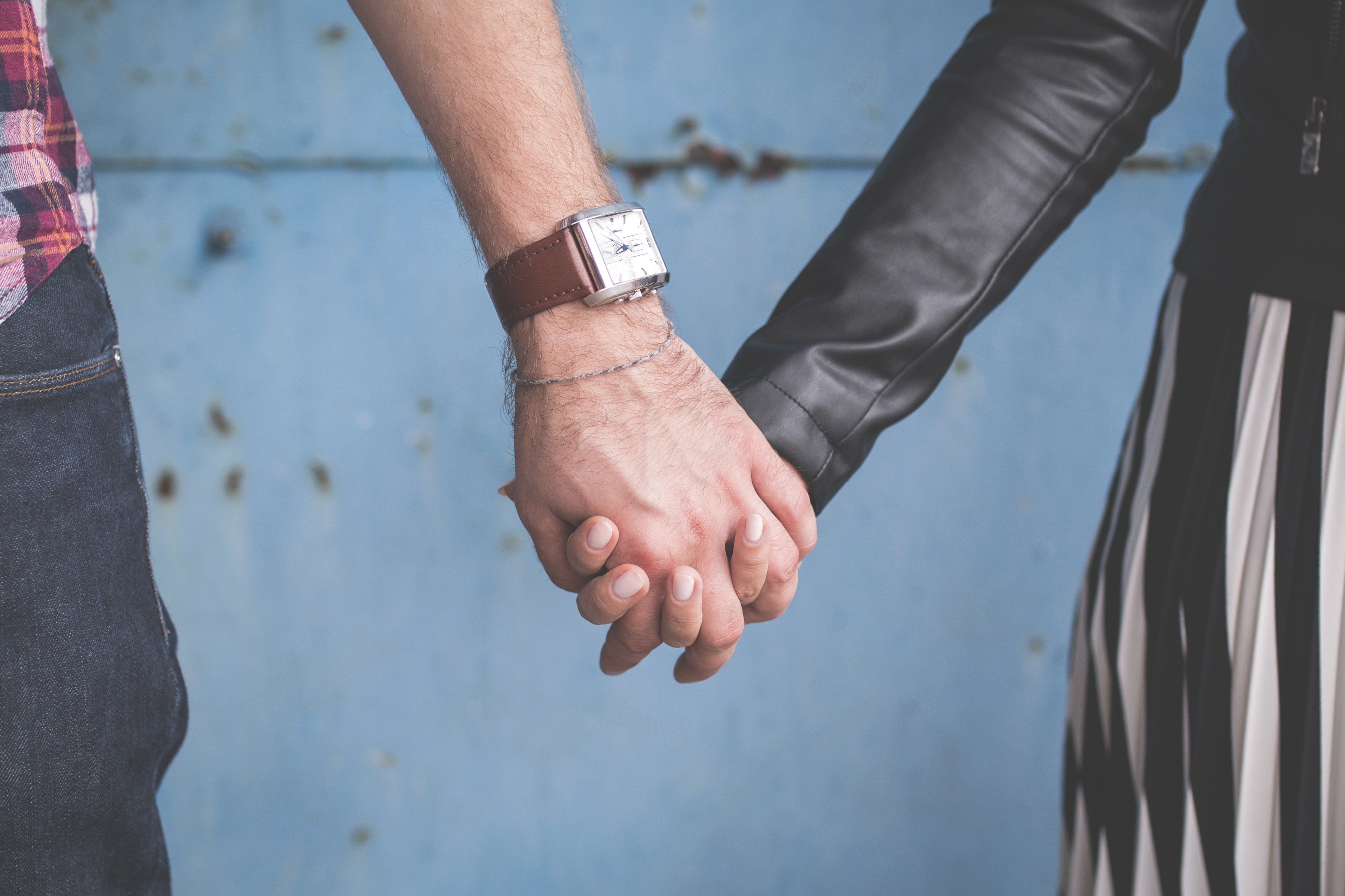 why are treditional and online dating have in common