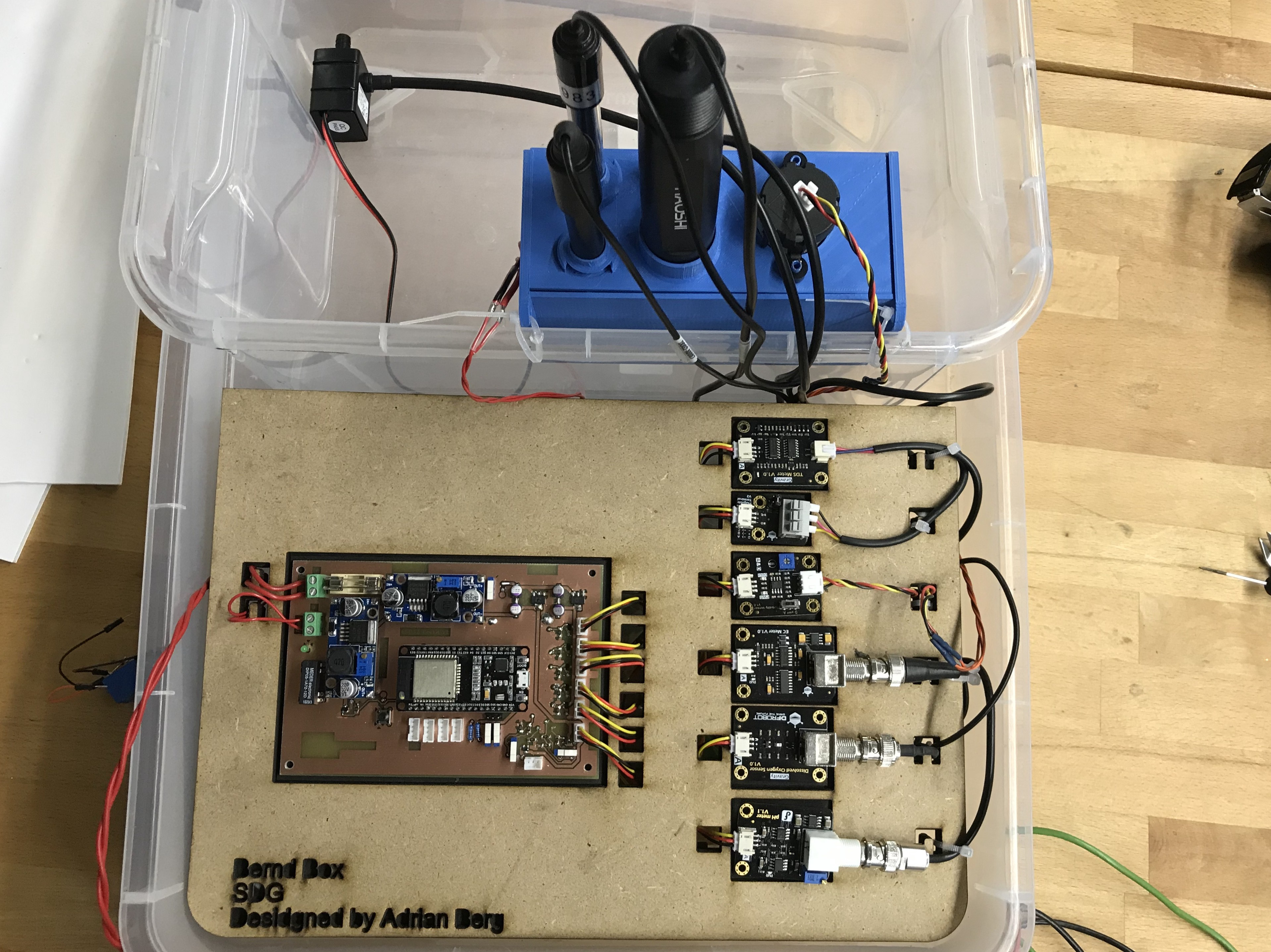 A prototype setup of a sensor controller consisting of a PCB, sensor electronic and a 3D printed case.