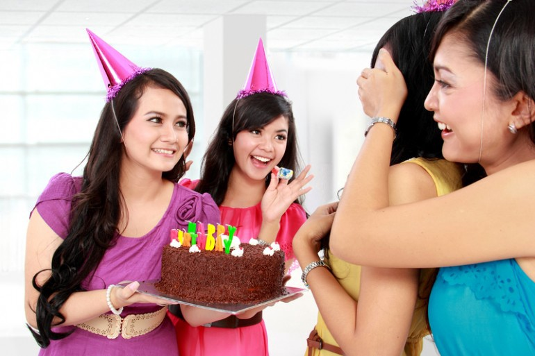 Groovy How To Surprise Your Beloved Ones With Birthday Cake Delivery Online Funny Birthday Cards Online Hetedamsfinfo