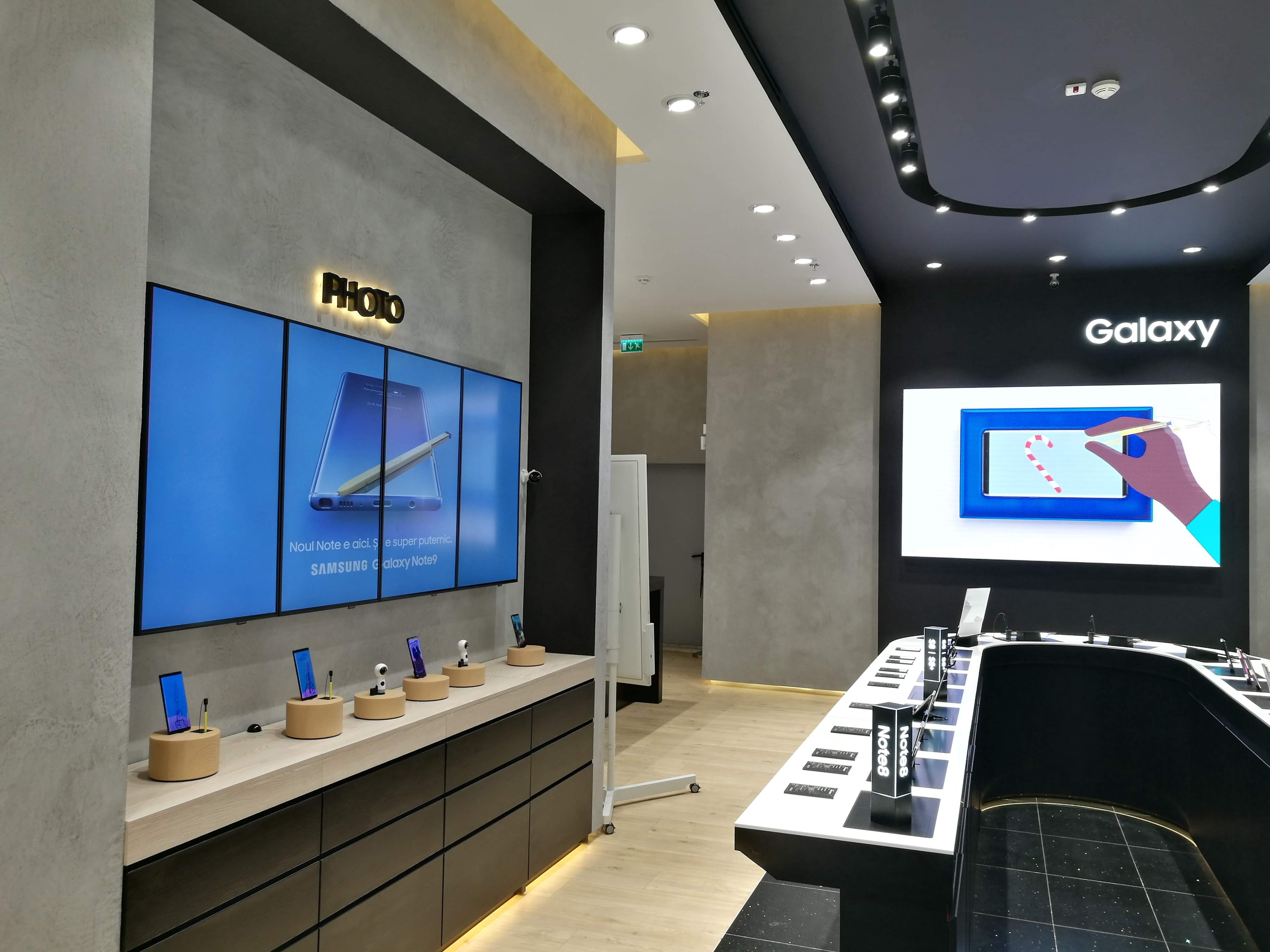 In-store campaign Samsung ad provided by TPS Engage