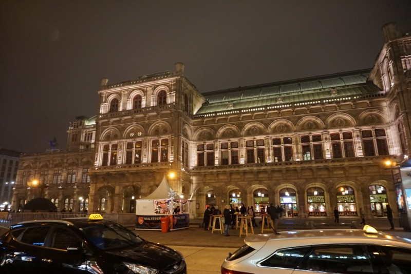 See the Vienna State Opera House light up at night