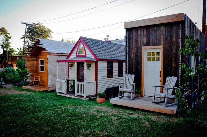 Jay austin s beautiful tiny house also illegal in houston for Medium houses