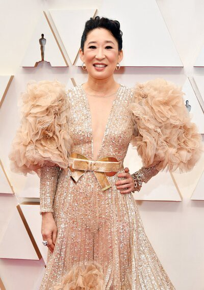 Sandra Oh in a simply hideous dress at the Oscars 2020