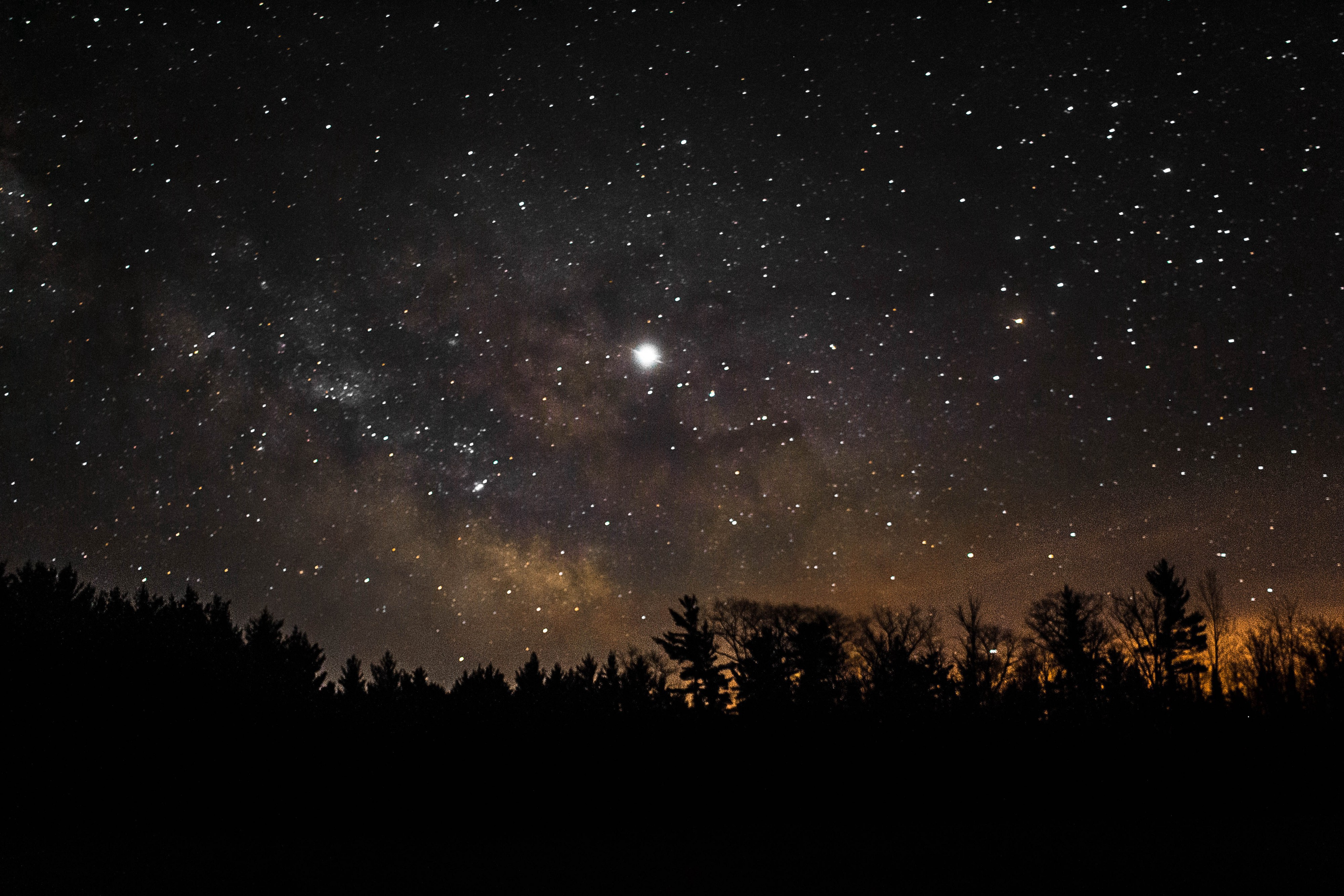The North Star (or pole star) is the only visible celestial body which has a still place.