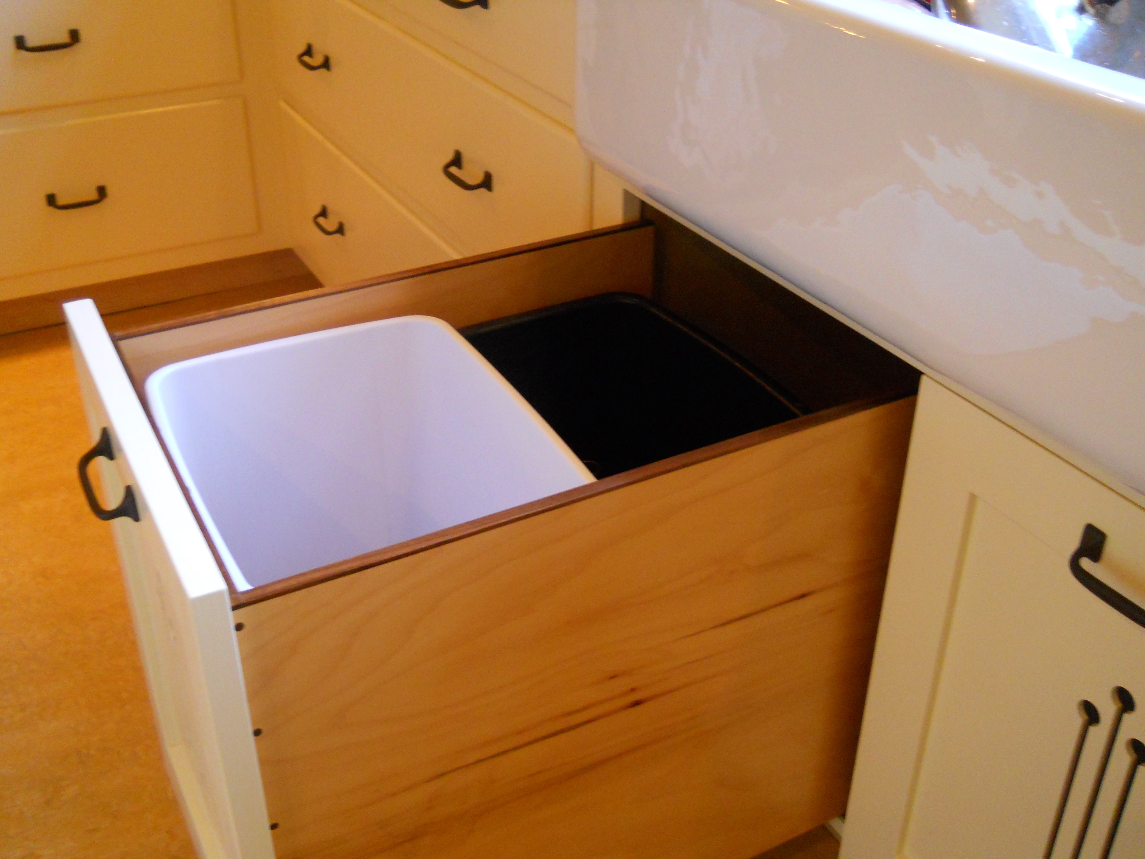 Kitchen Sink Cabinet Pull Out Trash Can