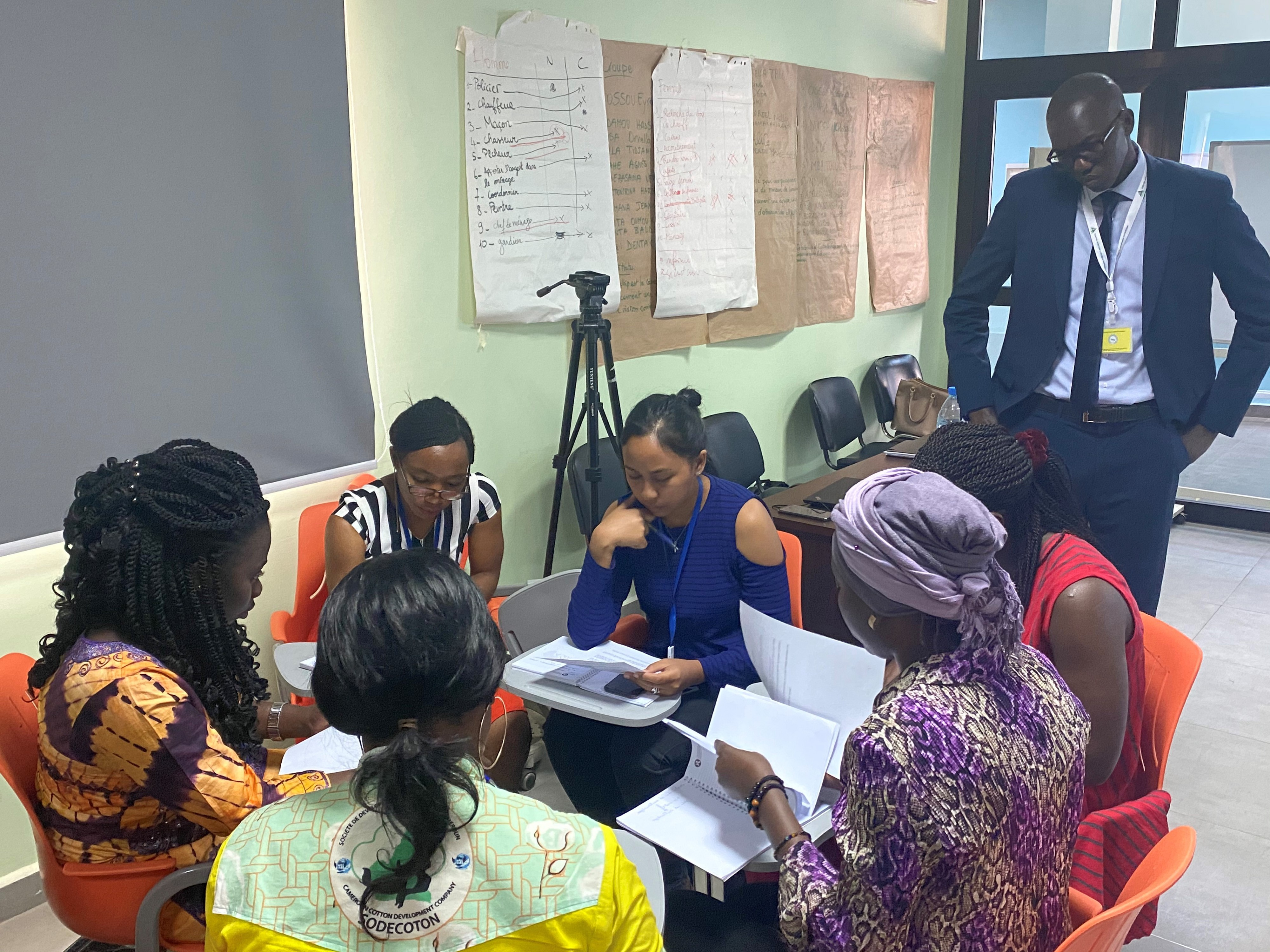 YALI participants in a breakout session, discussing a case study on the intersection between energy and economic growth.