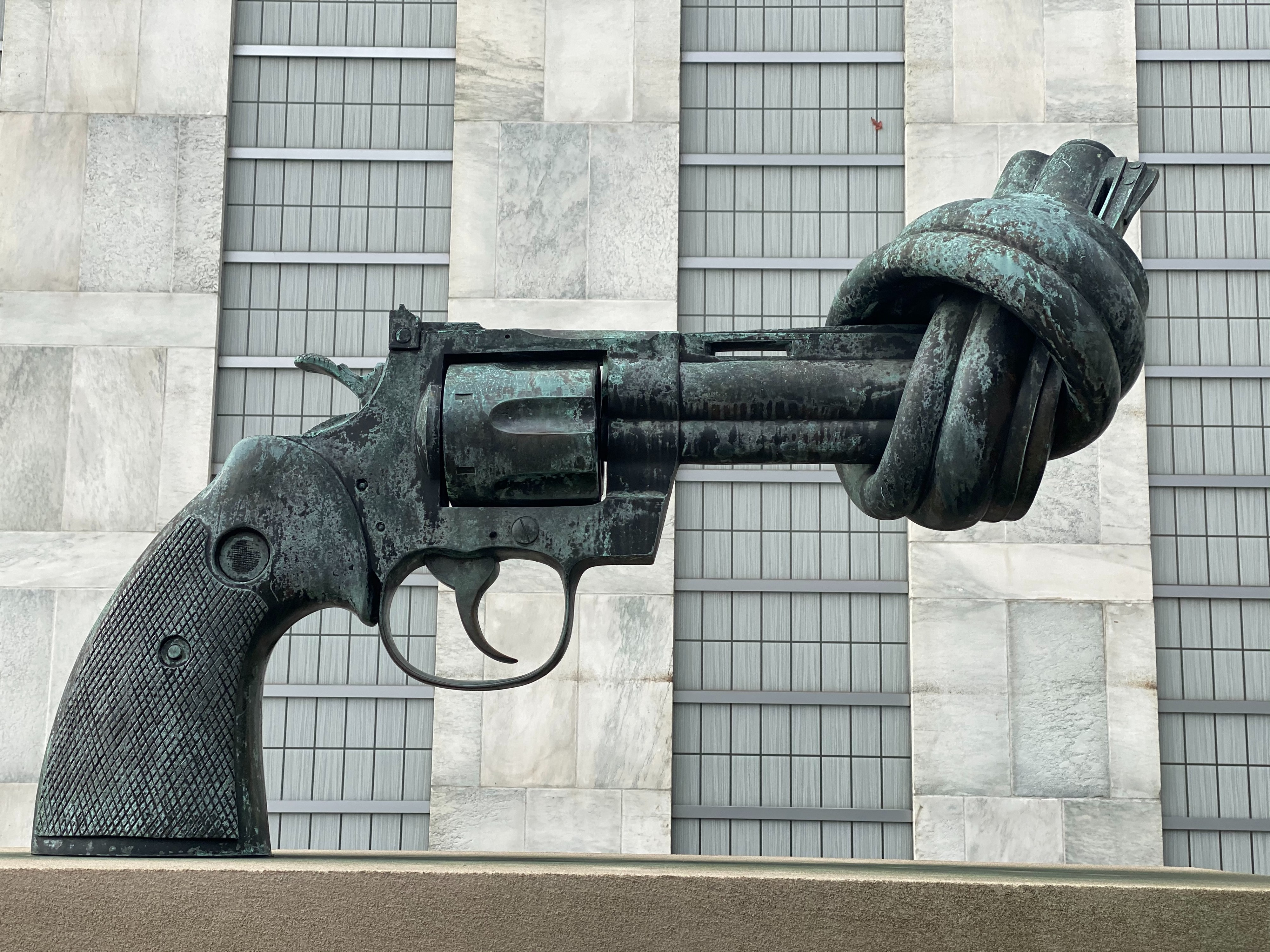 Sculpture of a gun with the barrel twisted in a knot.