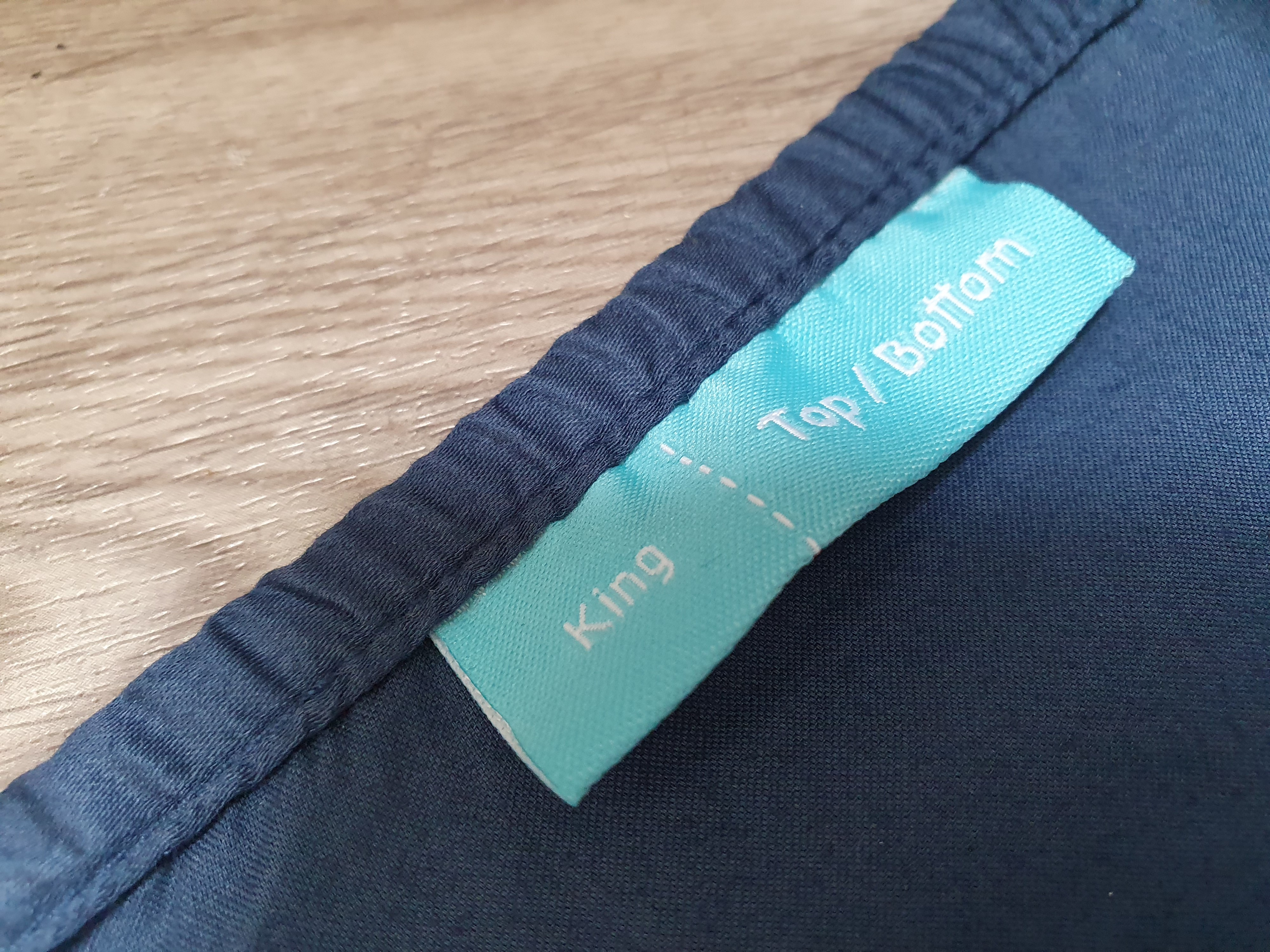 Intelligent tags to know the size and direction to put on your Kapas bed sheet