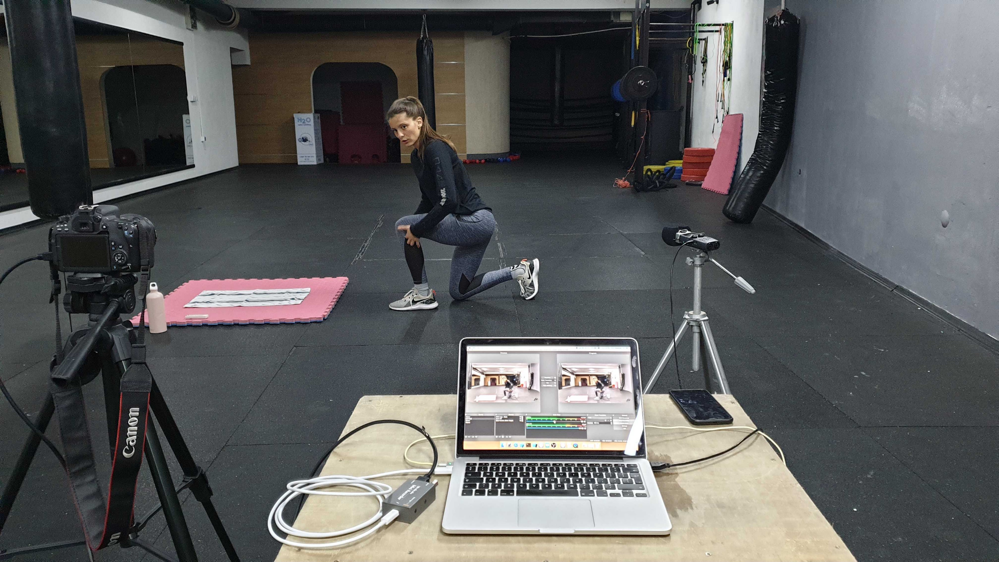 woman workout online streaming