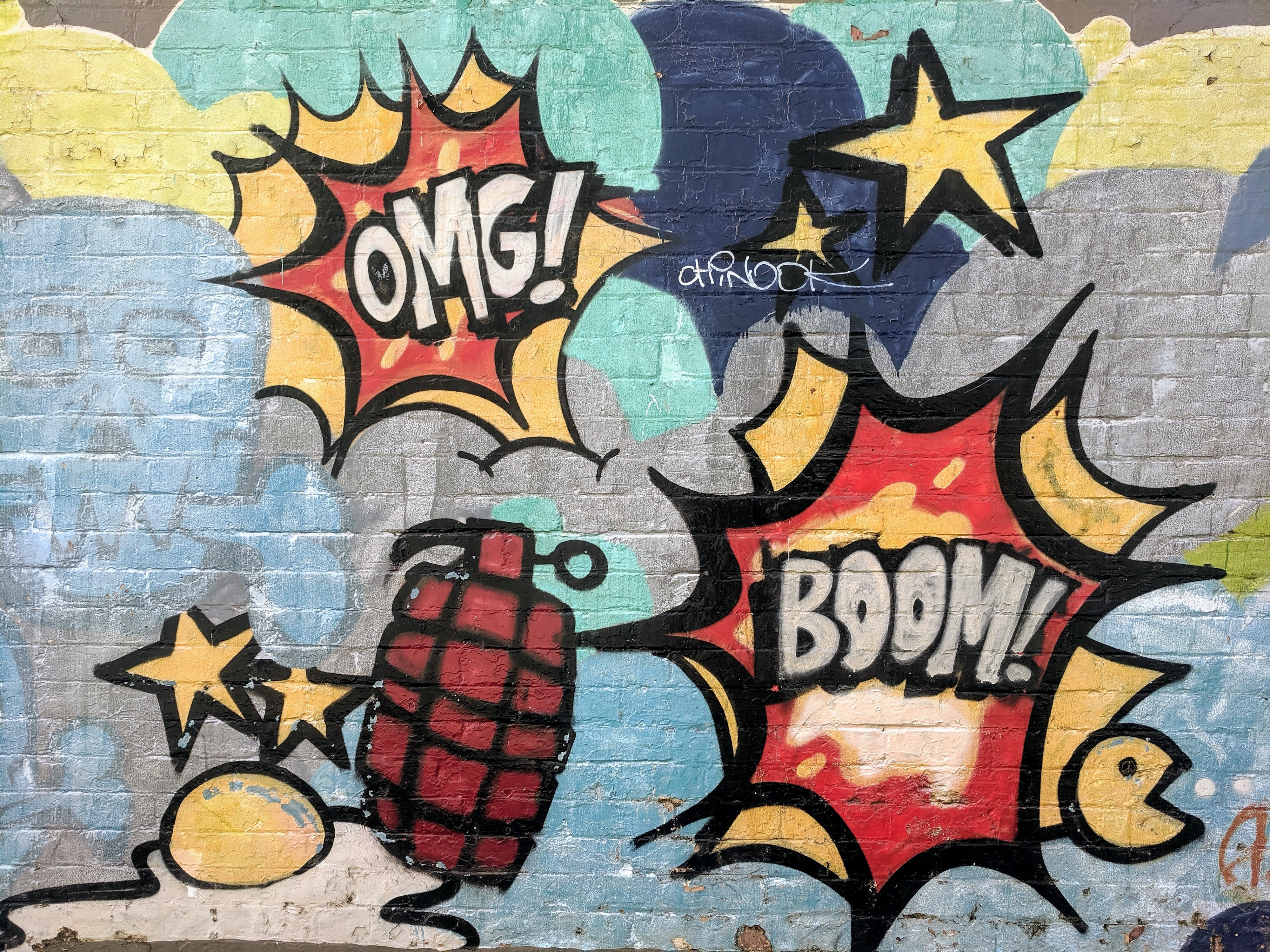 Image saying Boom and OMG in wonder