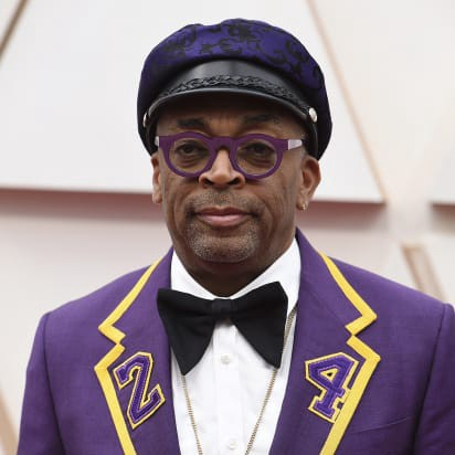 Spike Lee in a purple jacket and jaunty leather cap at the Oscars 2020