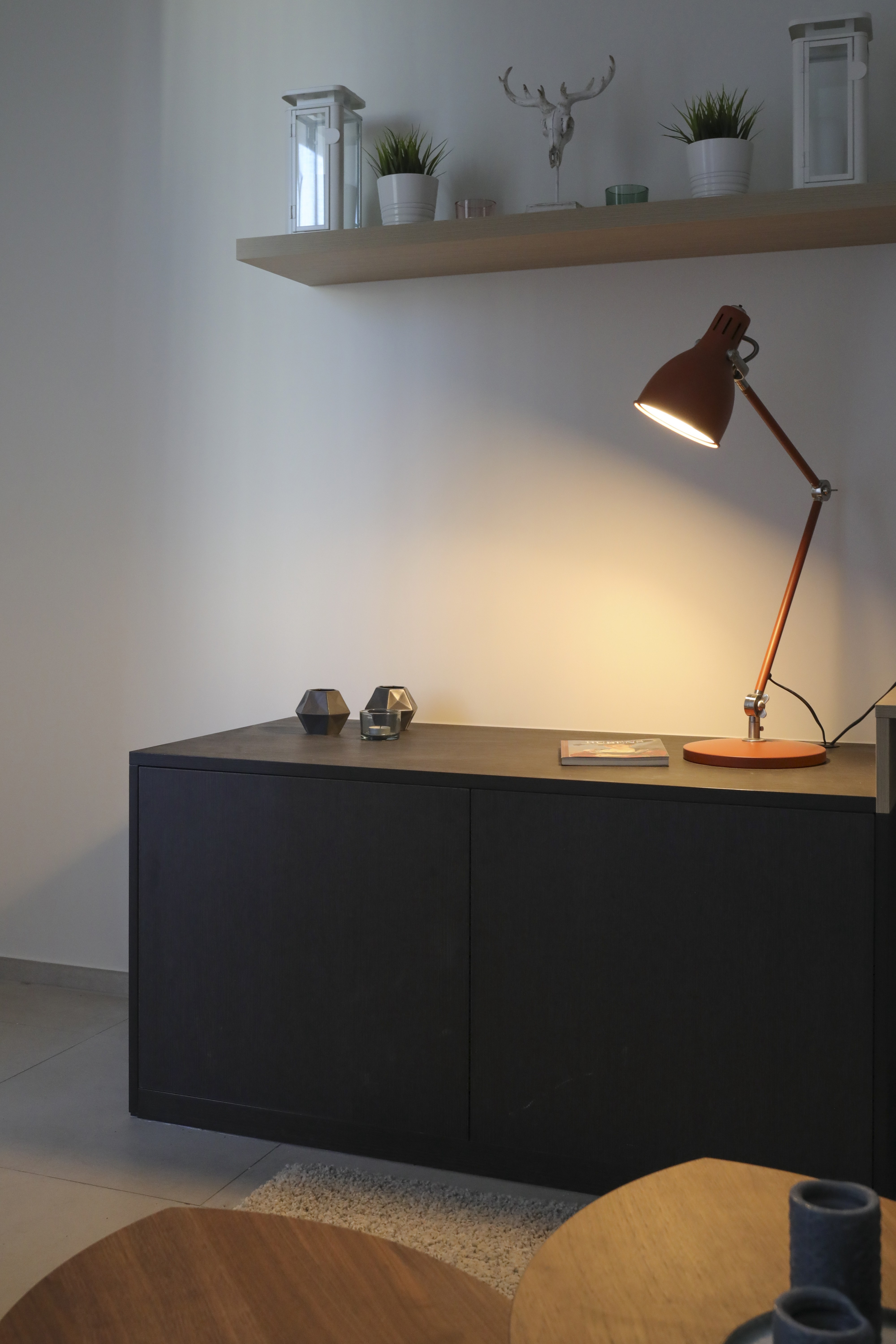 A reading lamp sitting on a desk.