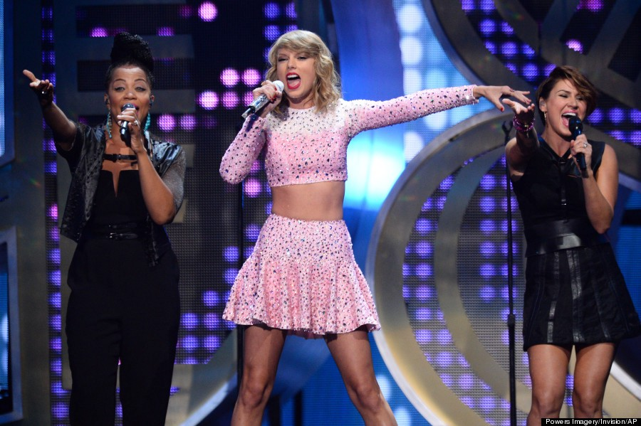 Does Taylor Swift Police Live Performance Recordings Because She Knows She Can T Sing Live By Tara Hattendorf Medium