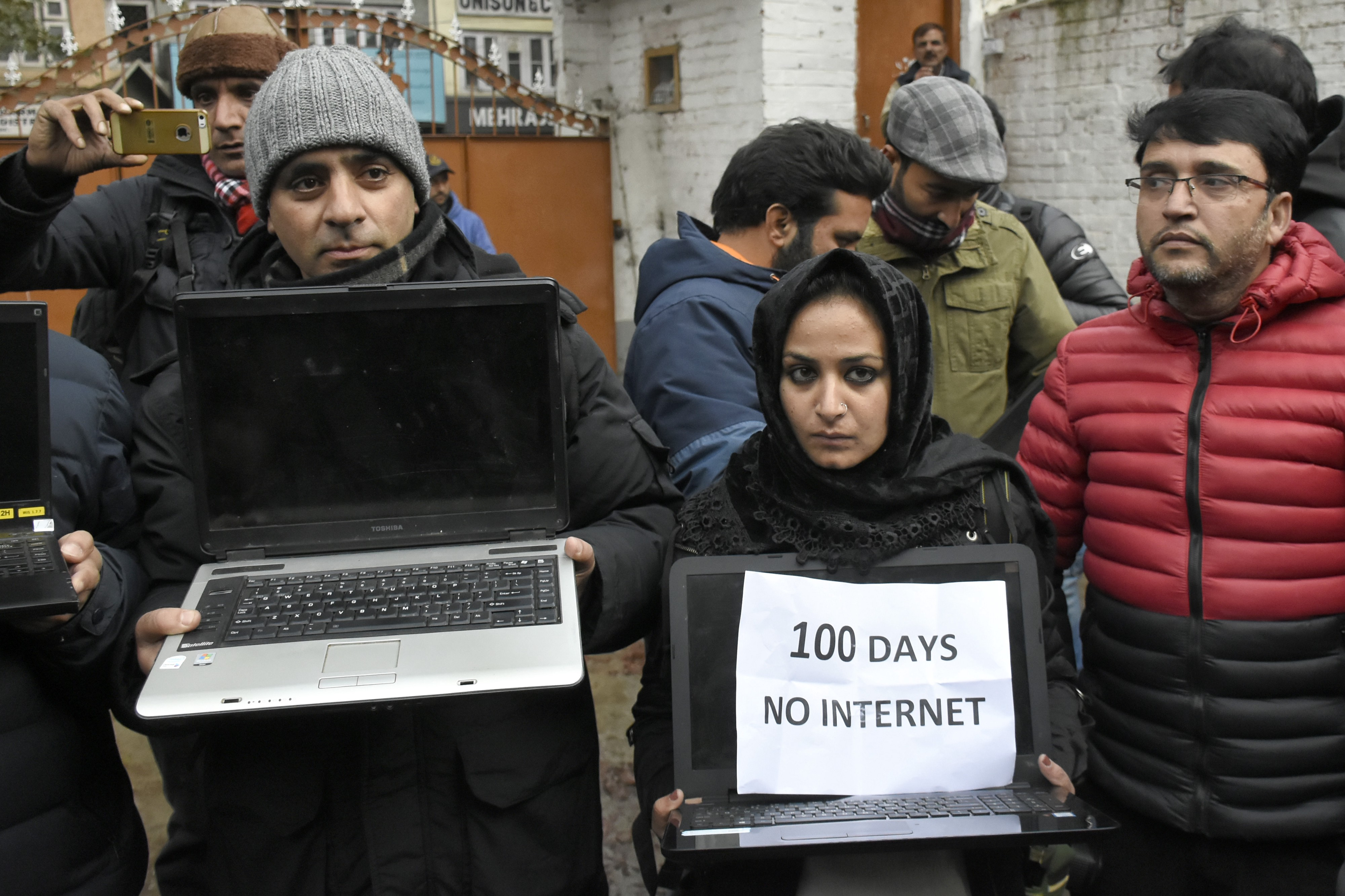 Kashmir Internet Shutdown: 2G Mobile Internet Services Restored in Region