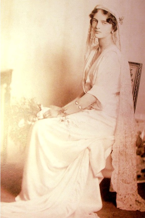 Irina Yusupova wears a white wedding dress and lace veil held in place with the Cartier rock crystal tiara.