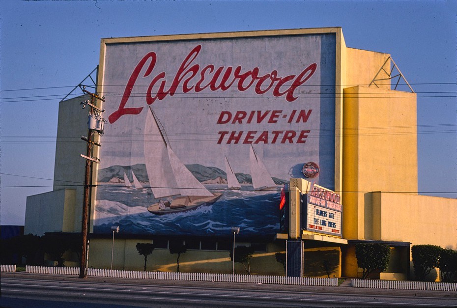 Can Walmart Reinvent The Mall With Drive In Movies By David Leibowitz Better Marketing Jul 2020 Medium