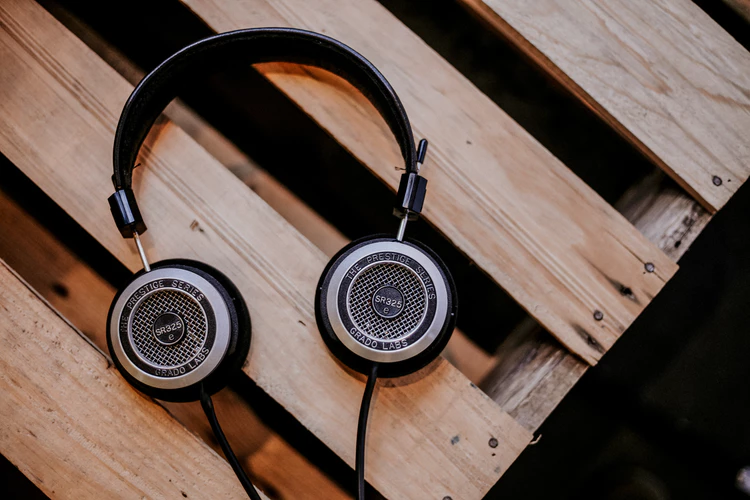 35 Tech Podcasts Worth Listening To - The Mission - Medium