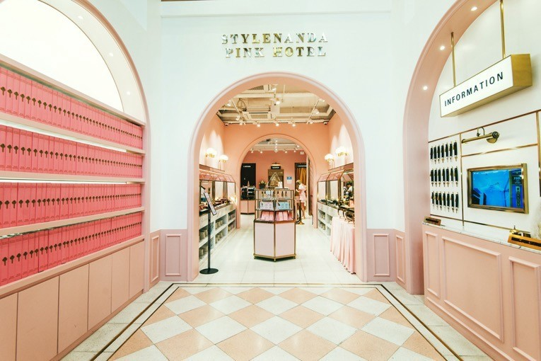 187e193496d9b Korean brand Stylenanda and the importance of conceiving an Insta-savvy  store